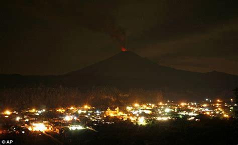 video mexican volcano popocatepetl erupts terrifies