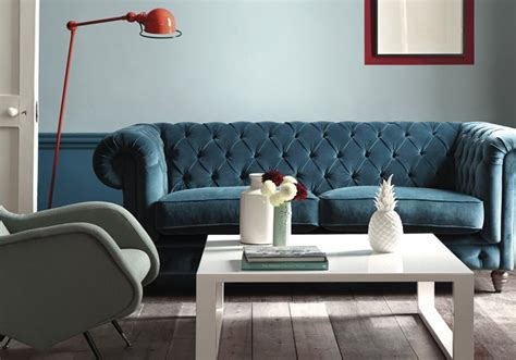 canapé velours bleu le bleu roi de nos intérieurs décoration
