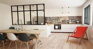Cuisine ouverte delimitee par une verriere ou un ilot bar for Idee deco cuisine avec meuble sejour scandinave