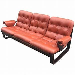 canape 1970 en bois lamelle et cuir rouge orange style With canapé cuir style scandinave