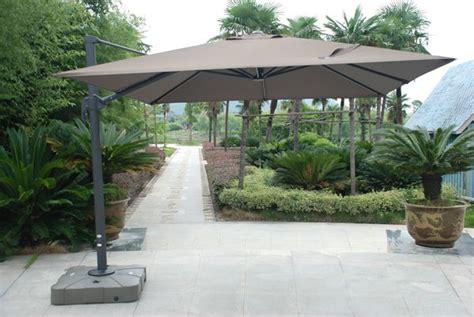 parasol sur pied deporte parasol d 233 cor d ombre avec mat d 233 port 233 permettant des inclinaisons 224 plus de 45 176 du toit