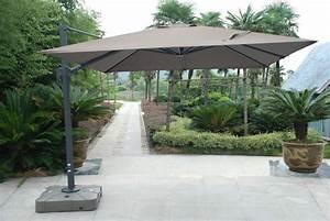 Grand Parasol Déporté : parasol carr d 39 ombre avec mat d port permettant des inclinaisons plus de 45 du toit ~ Teatrodelosmanantiales.com Idées de Décoration