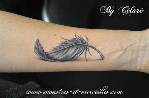 plume tatouage sur avant bras avant bras plumes