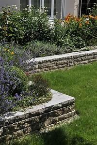 Ideen Mit Fotos : garten ideen f r deine terrassengestaltung 13 terrasseneinfassung hochbeete mit natursteinmauer ~ Indierocktalk.com Haus und Dekorationen