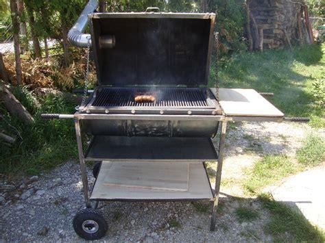 der tonnengrill fuer den richtigen grill freak le gourmand das geniesser magazin