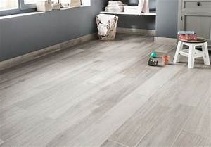 du carrelage effet parquet blanchi ideal pour la chambre d With parquet gris blanchi