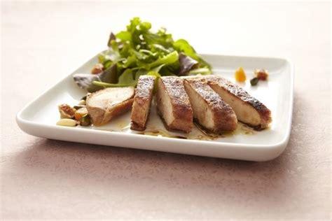 cuisine filet de poulet recette de filet de poulet rôti en robe croustillante de cacao facile et rapide