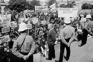 Anti-Vietnam War protest at Parliament | NZHistory, New ...