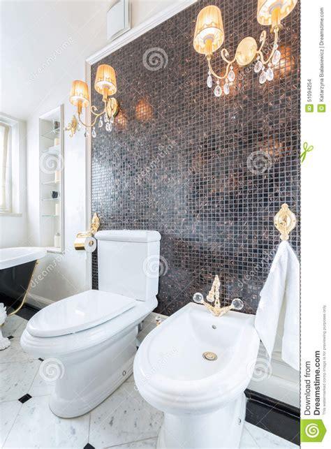 lustres en cristal dans la toilette de luxe photo stock image 51094254