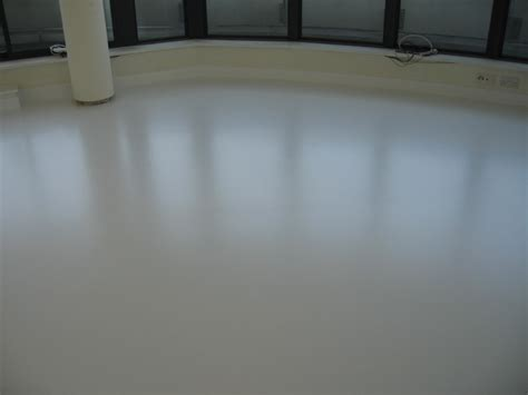 Poured Rubber Flooring Uk by Penthouse Gets Magic Poured Rubber Flooring
