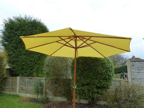 uk gardens large yellow 3m wooden crank garden parasol umbrella d 300cm pole 48mm ukg50038ye
