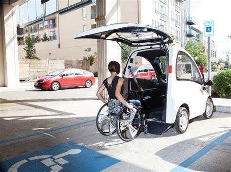 une voiture 233 lectrique adapt 233 e aux fauteuils roulants