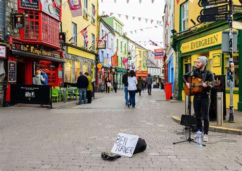 galway ireland centre mills culture irland street bridge language 4th april musician local destino migliore guida musica alla destinos viajar