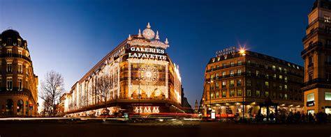 Les Grands Magasins à Noël, Paris