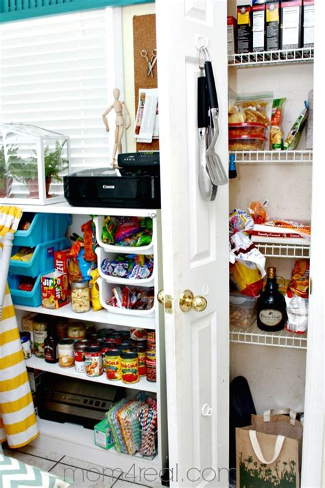 Use a holder for your aluminum foil. No Pantry, No Problem ~ Food Storage Ideas - Mom 4 Real