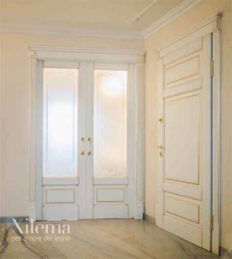 rivestimento porte interne boiserie eleganti porte interne e fronte cottura per