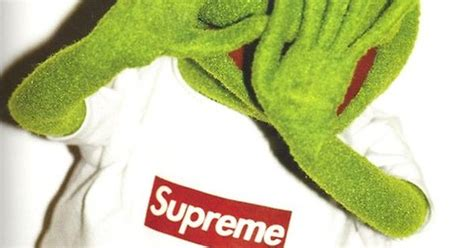 Kermit Supreme Wallpaper Pointing At
