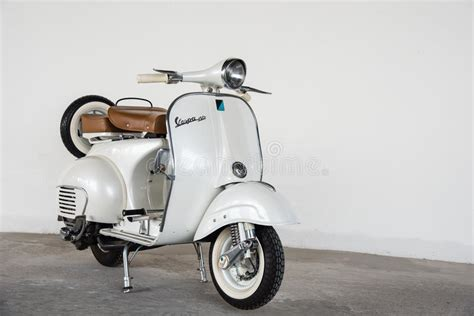 Vespa Sprint 4k Wallpapers by 1964 Vintage White Vespa Editorial Photography Image Of
