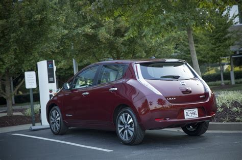 car nissan 2016 2016 nissan leaf offers 107 mile range with 30 kwh battery