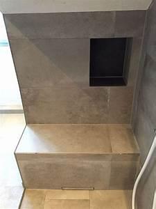 Begehbare Dusche Maße : sitzbank in der dusche mit ablagenische badezimmer pinterest badezimmer bad und sitzbank ~ Frokenaadalensverden.com Haus und Dekorationen