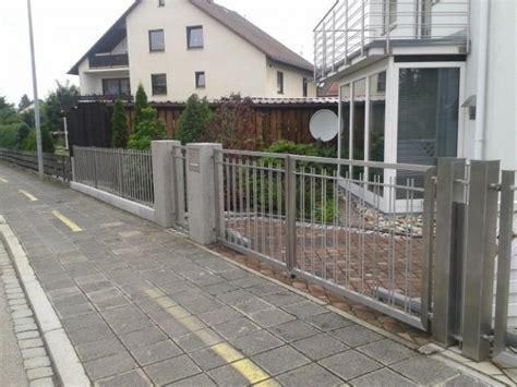 Das Tor Alles Ueber Die Oeffnung Im Zaun by Tore Tor 1