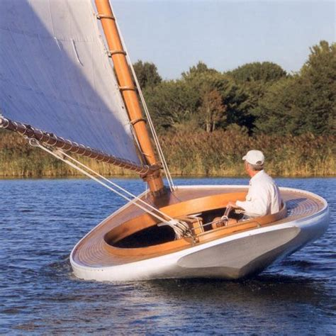 Bay Boat Must Haves by 25 Best Ideas About Wooden Boats On Boats
