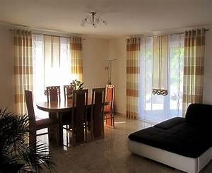 Wohnzimmer Braun Beige : schiebe gardine f rs wohnzimmer in braun und beige mit dekoelementen ~ A.2002-acura-tl-radio.info Haus und Dekorationen