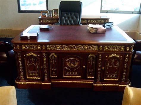 oval office desk let s see what wtk kayleb is up to we the