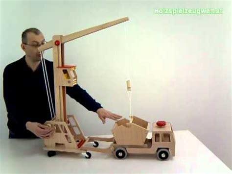 spielzeug selber bauen holz holzkran kran aus holz