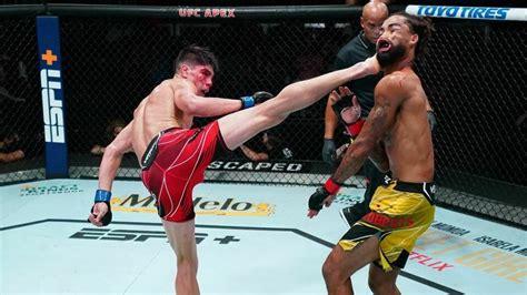 Cīkstonis savā otrajā UFC iznācienā izceļas ar iespaidīgu ...