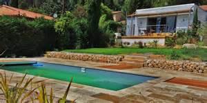 am 233 nagement d un jardin en restanques aix jardin paysager piscine et terrasse bois