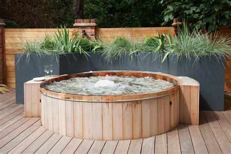 Garden Hot Tubs & Outdoor Jacuzzis In London, Expertly