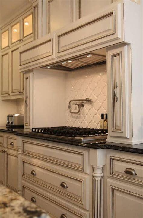 backsplash in white kitchen 25 antique white kitchen cabinets ideas that your
