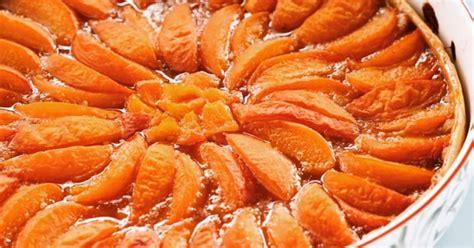 Tartë e shijshme me kajsi dhe bajame - Ëmbëlsira