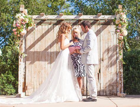 Barn Wedding Dresses :  Outdoor Barn Wedding Dresses