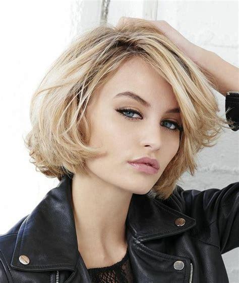 Coiffure coupe courte femme 2020 oser un modele avec des. +20 top images de photo coupe carre court femme - LiloBijoux - Bijoux Fantasie tendances ...