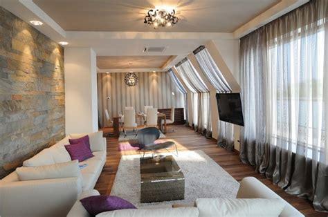Exquisit Steinwand Im Wohnzimmer Ausdrucksstarkes Modernes Kroatisches Apartment