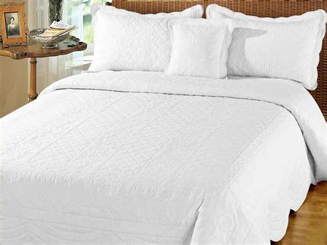 white quilted bedspread superking quilted bedspreads from linen lace and patchwork