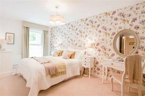 papier peint chambre adulte romantique décoration chambre vintage du charme à l 39 ancienne