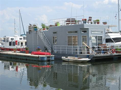Houseboats For Sale Washington Dc by Unique Spaces The Live Aboards Of Gangplank Marina