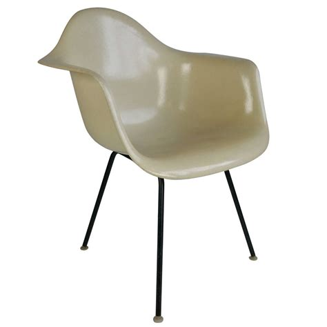 eames chaises charles eames parchment arm shell chair herman miller for