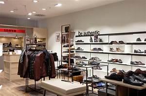 Concept Store Düsseldorf : lloyd concept store in d sseldorf im neuen ladendesign textilmitteilungen ~ Frokenaadalensverden.com Haus und Dekorationen