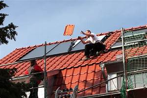 Eternit Dach Reinigen Streichen : kleine dachziegel mauer mit ton dachziegel mauer selber ~ Lizthompson.info Haus und Dekorationen
