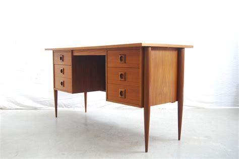 bureau retro mooi vintage jaren 60 teakhouten design bureau deens