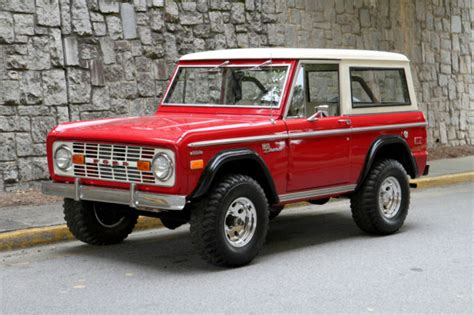 Seller of Classic Cars   1972 Ford Bronco (Red/White)