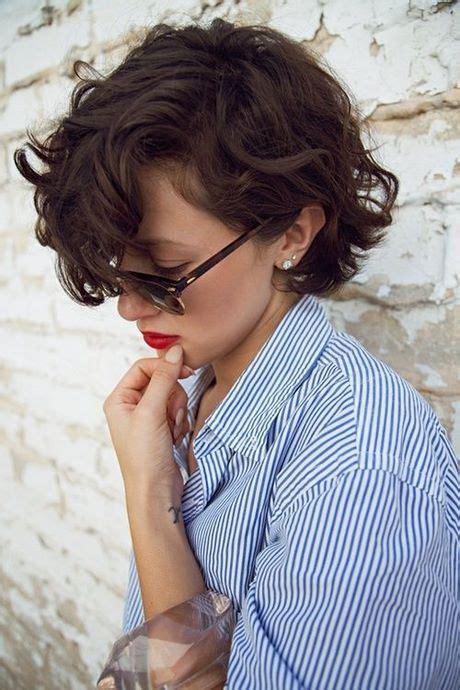 cortes de pelo ondulado corto mujer