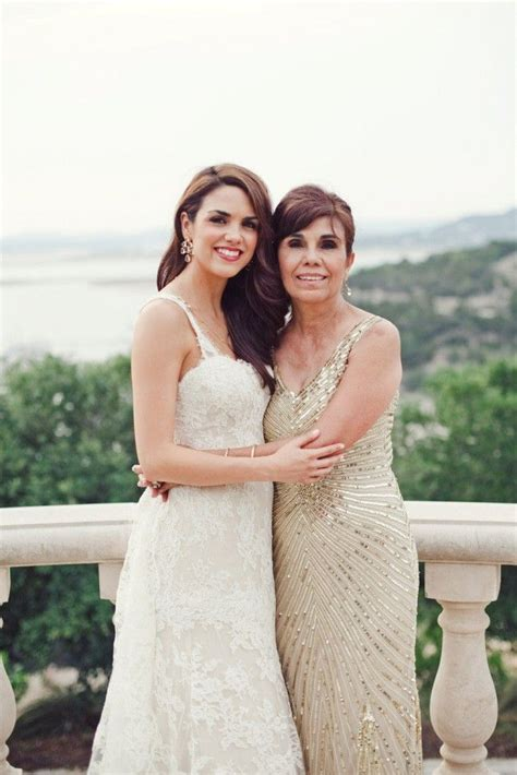 15 Ways to Make Mom Feel Special on Your Wedding Day