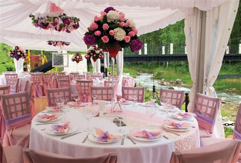 wedding table decoration ideas on a budget wedding centerpieces on a budget party favors ideas
