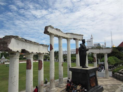 tugu pahlawan surabaya tempat bersejarah  kota surabaya