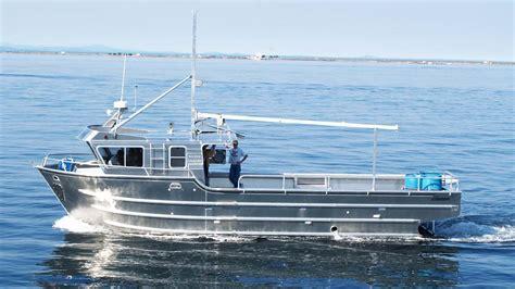 32' Commercial Mono Hull Fishing Boat